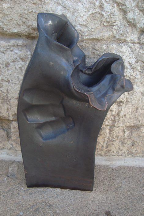 Scultura in maiolica metallizzata elaborata (piccola).2013, h. cm 48.