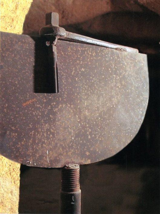 Lastracrom scultura in acciaio ferroso, h. mt. 1,60x0,90, 1980