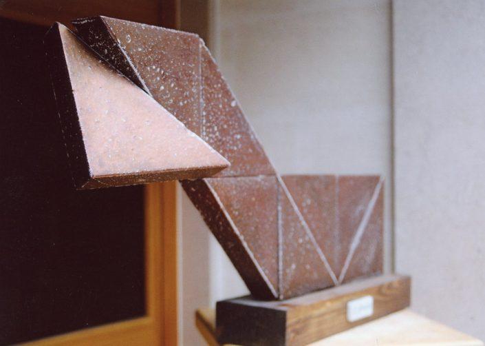 """Scultura in ceramica maiolicata a terzo fuoco,composizione geometrica """"Cavallo"""""""