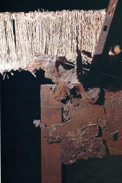 """Particolare di """"Aspettando Ulisse"""", scultura in ferro e telaio 1980"""