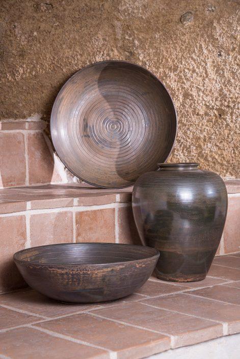Vasi e oggettistica d'arredo in maiolica bronzata