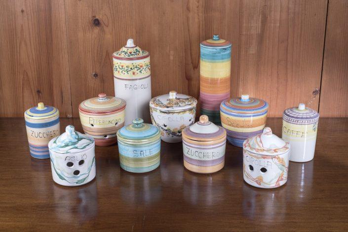 Barattoli disponibili in varie dimensioni e decorazioni,con scritte e senza, portaaglio e cipolla traforati