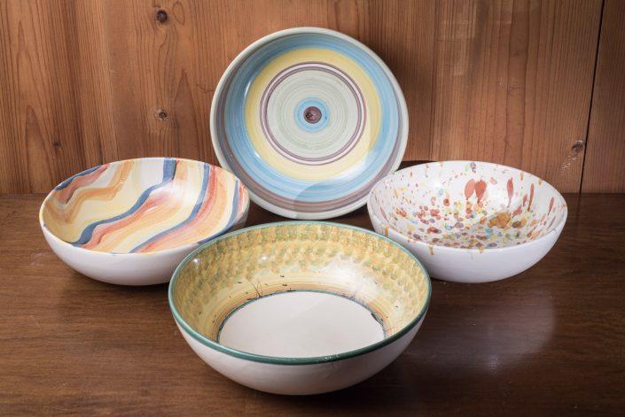 Coppe grandi e medie,ceramica dipinta a mano. Disponibili in varie decorazioni