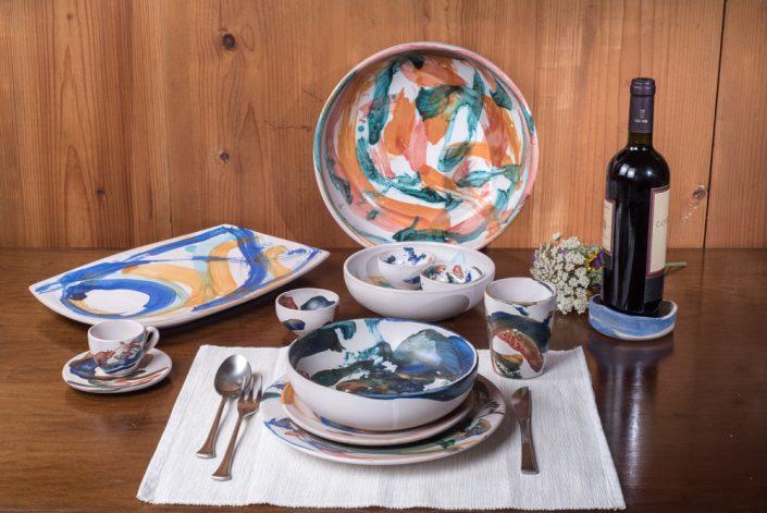 """Composizione set piatti collezione """"Astratto"""",ceramica dipinta a mano."""