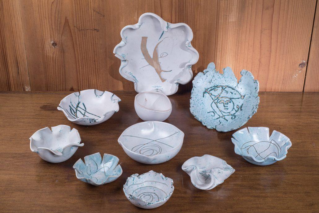 Forme frastagliate collezione Mediterraneo, ceramica incisa a mano